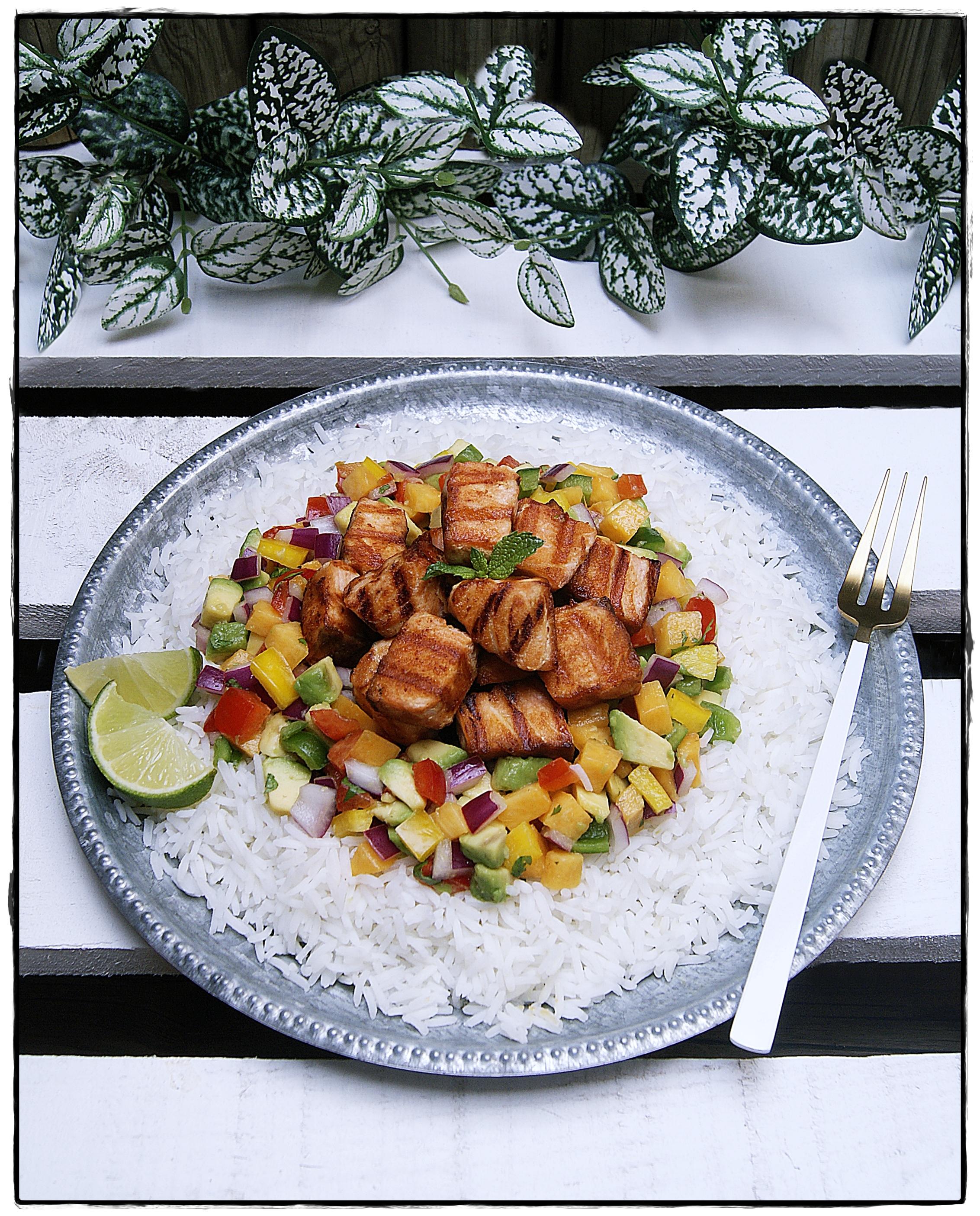 salmón a la parrilla con vinagreta de mango y arroz al agua de coco.JPG